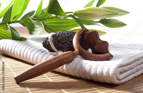 Foto serviette de bain et ustensile de massage