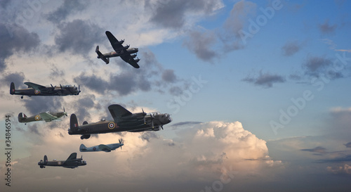 Fotomural World War Two British vintage flight formation
