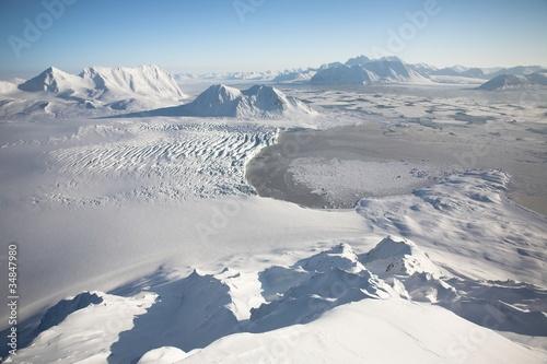 typowy-arktyczny-zimowy-krajobraz