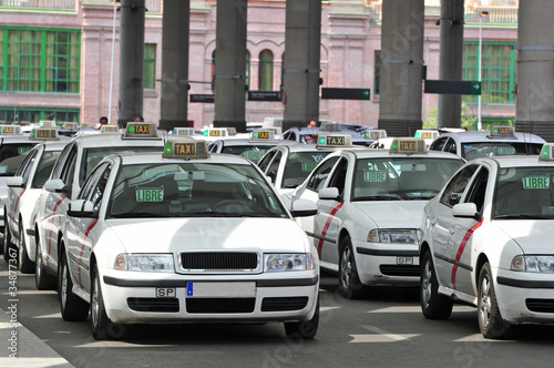 Cuadros en Lienzo Many taxis waiting for passenger
