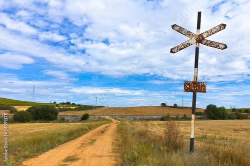 Foto auf Gartenposter Gebirge Railway Crossing Sign in the Field