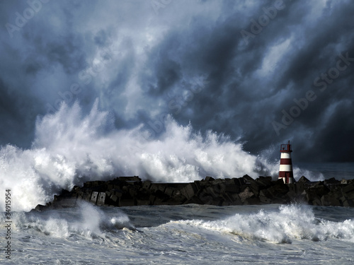 Fotografia, Obraz Stormy waves against beacon