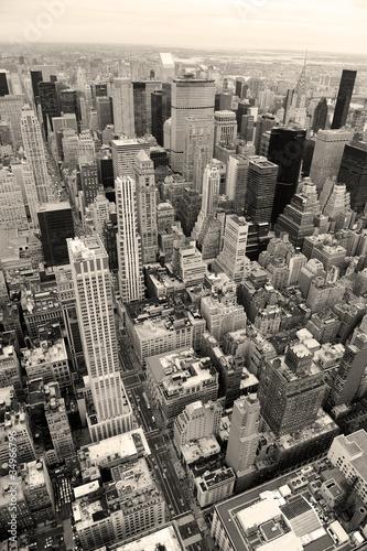 Fototapety na wymiar manhattan-skyline-z-new-york-city-drapaczy-chmur-w-kolorze-czarnym-i-wh