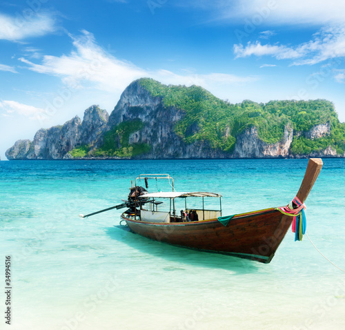 Obraz na plátně boat on Phi Phi island Thailand