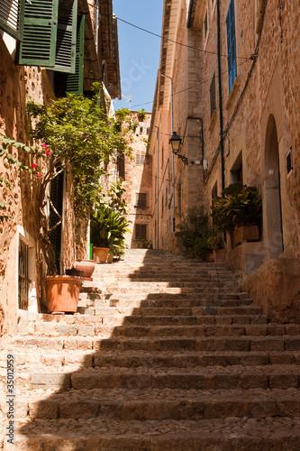 Fototapeta schody  ulica-ze-schodami-w-fornalutx