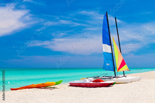 Tuinposter Caraïben Sailing boats and water bikes in the cuban beach of Varadero