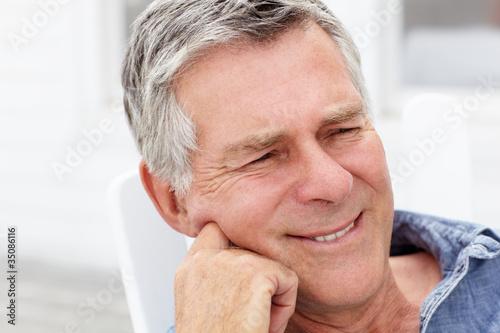 Fotografía  Senior man head and shoulders
