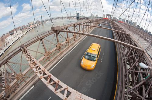 Foto op Plexiglas New York TAXI Brooklyn Bridge