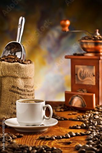 przedmioty-kawowe-na-stole