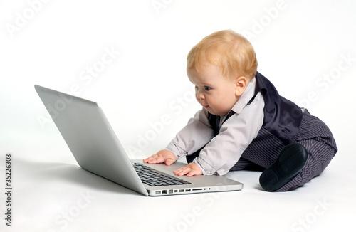 Fotografie, Obraz  Baby surfing internet