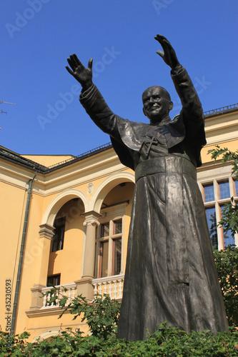 pomnik-jana-pawla-ii-na-franciszkanskiej-w-krakowie