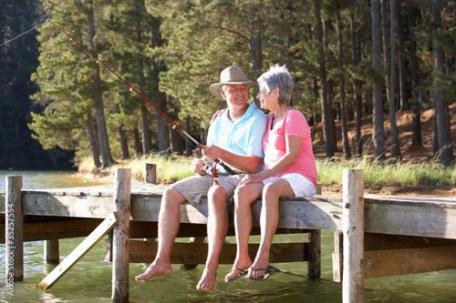Valokuvatapetti Senior couple fishing