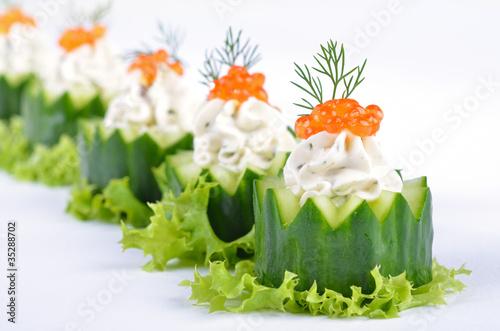 Gurken-Käsehäppchen mit Kaviar Fototapet