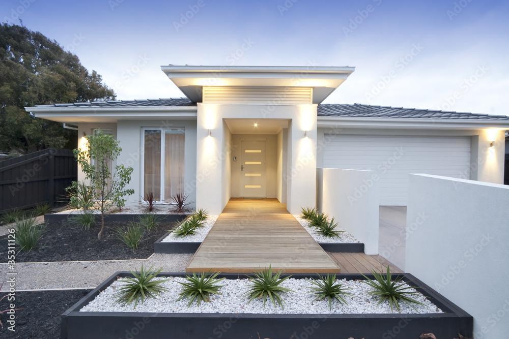Fototapeta White contemporary house exterior