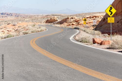 Fotobehang Route 66 Winding Road Nevada