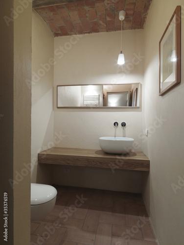 Piccolo Bagno Di Servizio.Piccolo Bagno Moderno Di Servizio Buy This Stock Photo And Explore
