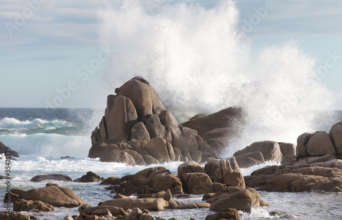 Photo sur Toile Tempete sea rock is breaking powerful wave