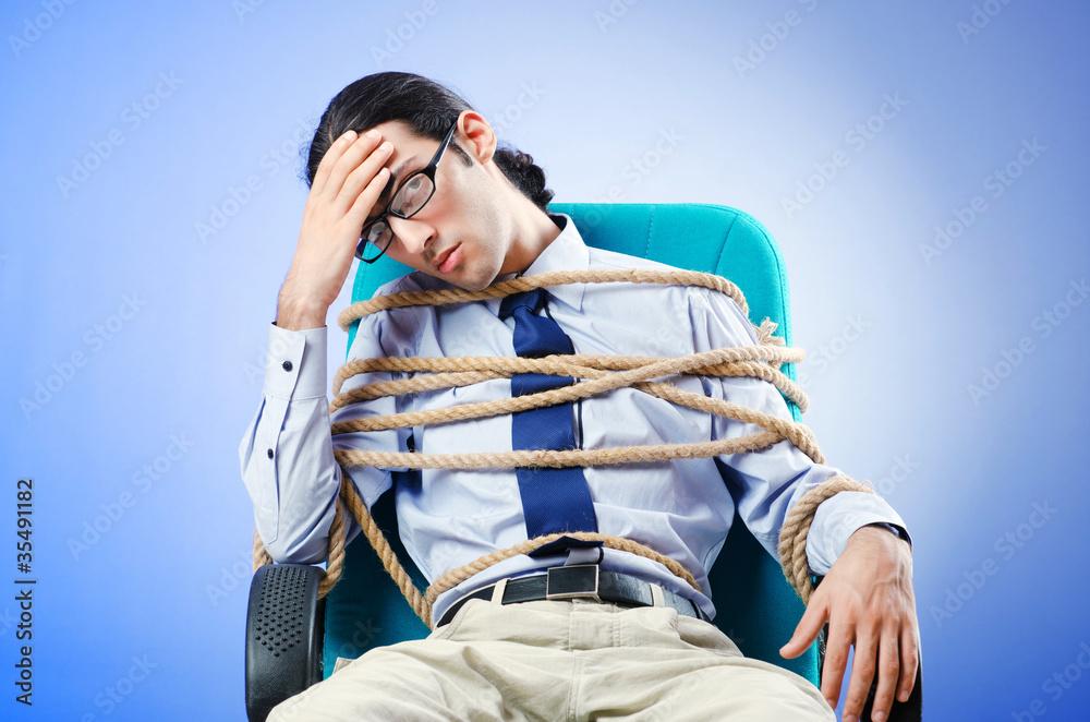 попка фото привязанных парней к креслу кинотеатр