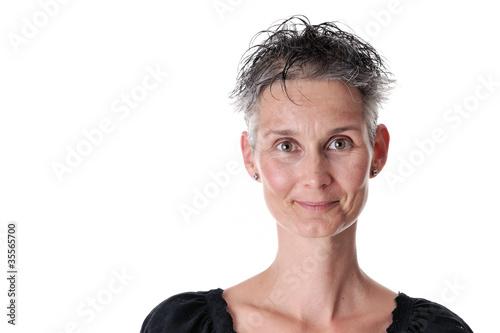 Graue haare mit 35. Frisuren und Stylingtipps für graue