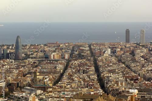 widok-z-lotu-ptaka-na-miasto-barcelona