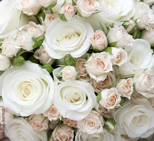 Ingelijste posters Roses Wedding bouquet of pinkand white roses