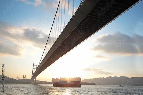 Photo  long bridge in sunset hour