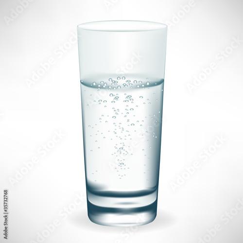 Papiers peints Eau glass of mineral water