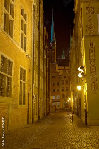 historyczna-ulica-w-gdanskim-polska