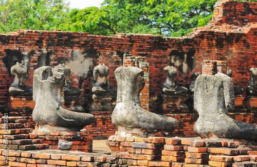 Valokuvatapetti ruins statue buddha at Chaiwatthanaram Temple, Ayutthaya Histori