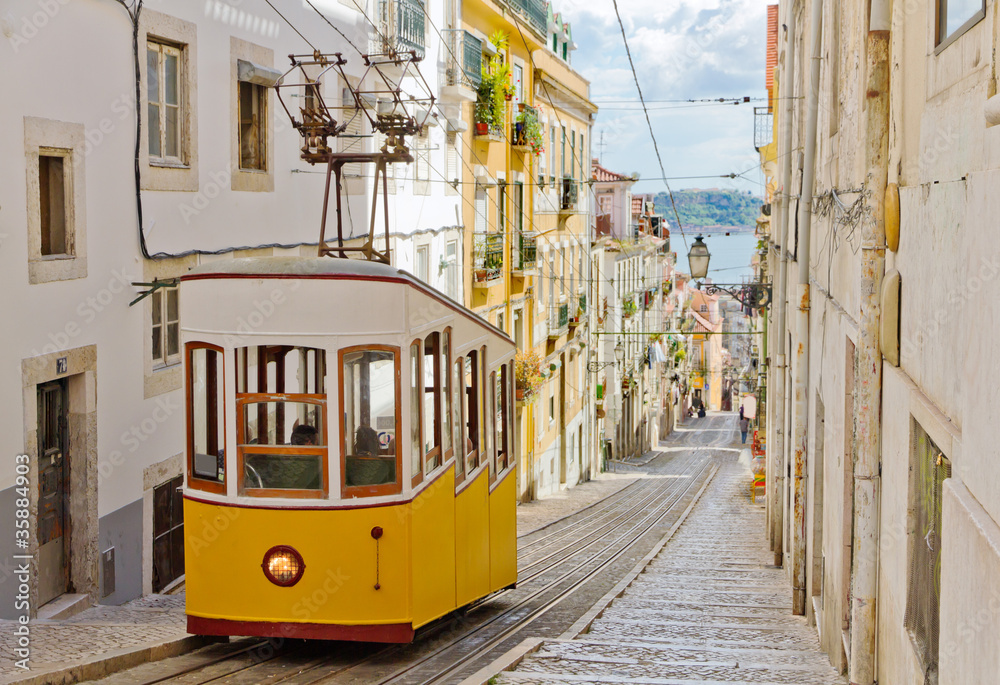 Fototapety, obrazy: Lisbon's Gloria funicular connects downtown with Bairro Alto.