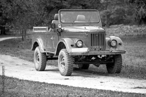 stary-sojuszniczy-pojazd-wojskowy-drugiej-wojny-swiatowej