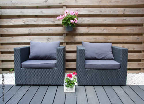 Fotografía comfortable design furniture in a modern garden with summer flow