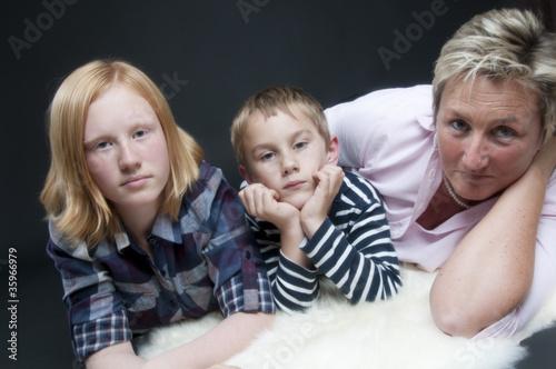 Fotografie, Obraz  Mutter mit Kindern alleinerziehend