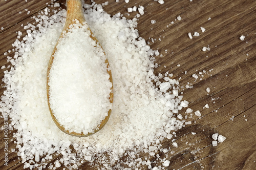 Fotografija  Coarse sea salt on a wooden spoon