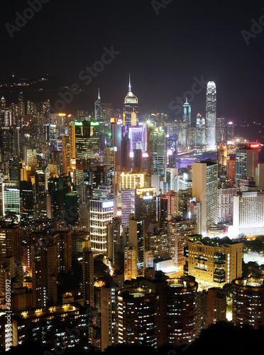 Photo Stands Kuala Lumpur Hong Kong with crowded building at night