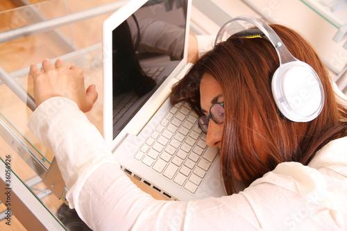 Photo  Eingeschlafen auf dem Laptop...