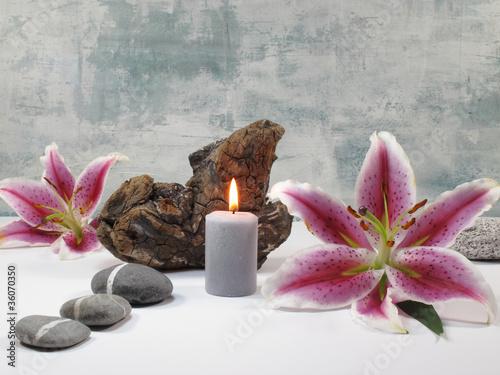 Plissee mit Motiv - Stilleben mit Lilienblüten
