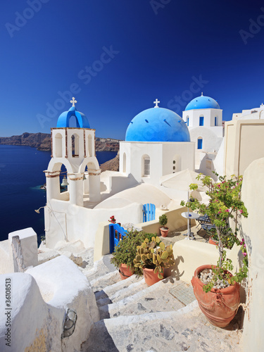 Papiers peints Santorini Blue dome church in Oia village on Santorini island, Greece