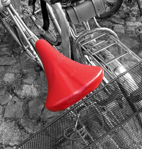 Keuken foto achterwand Rood, zwart, wit roter Fahrradsattel