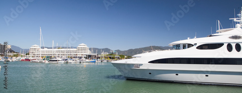 Canvas Print yacht in harbor Cairns