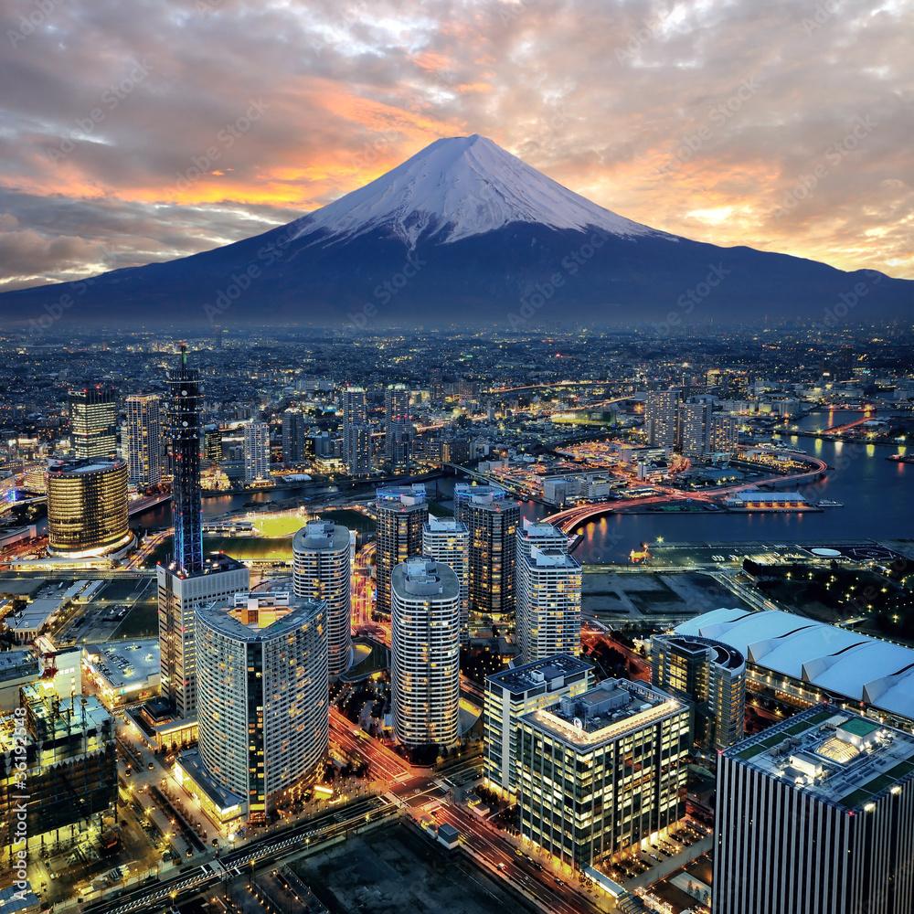 Fototapety, obrazy: Surrealistyczny widok miasta Yokohama i Wulkanu Fuji