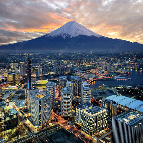 Foto op Canvas Nachtblauw Surreal view of Yokohama city and Mt. Fuji