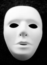 Masque Blanc Sur Fond Noir