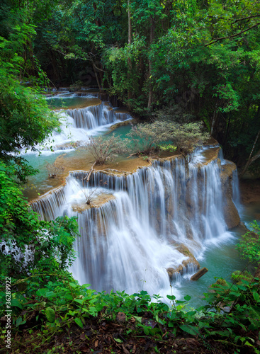 gleboka-lasowa-siklawa-kanchanaburi-tajlandia