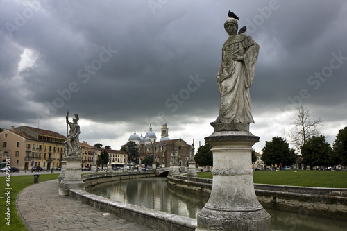 Photo  Statues in Padua