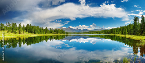 Poster de jardin Lac / Etang Mountain lake