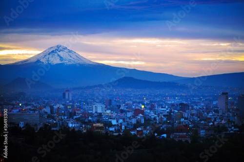 Stickers pour porte Mexique Night View of Mexico City Mountain