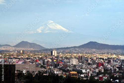 Poster Tokyo View of Mexico City and Volcano Mountain