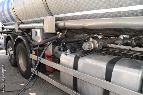 Fotografija  Rifornimento ad un camion