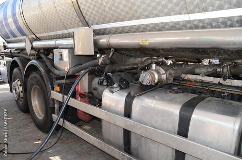 Fotografie, Tablou  Rifornimento ad un camion